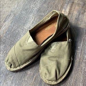 Men's TOMS khaki loafers like new! 10